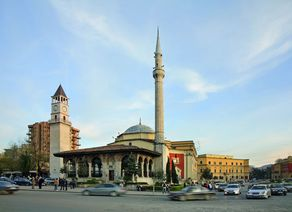 Ethem Bey Moschee Tirana iStock488032699