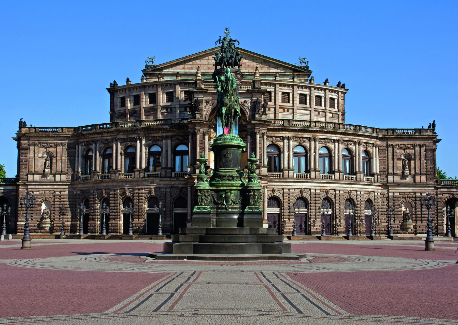 SemperOperDresden 81118309cmyk 01