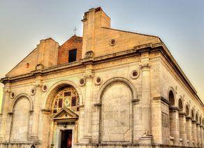 Rimini Tempio Malatestiano iStock 499798652 klein