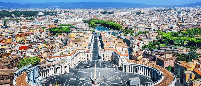 Petersplatz Rom iStock495078584 web